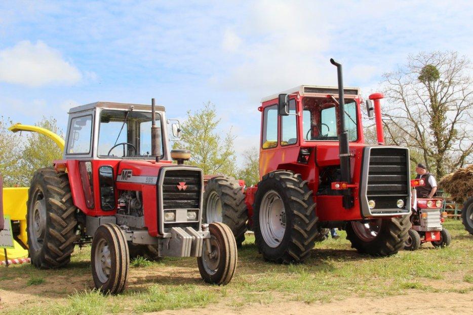 un 411 parmi les tracteurs agricoles à PEZET LE ROBERT (72) 3160370644_2_8_8P9KPT01