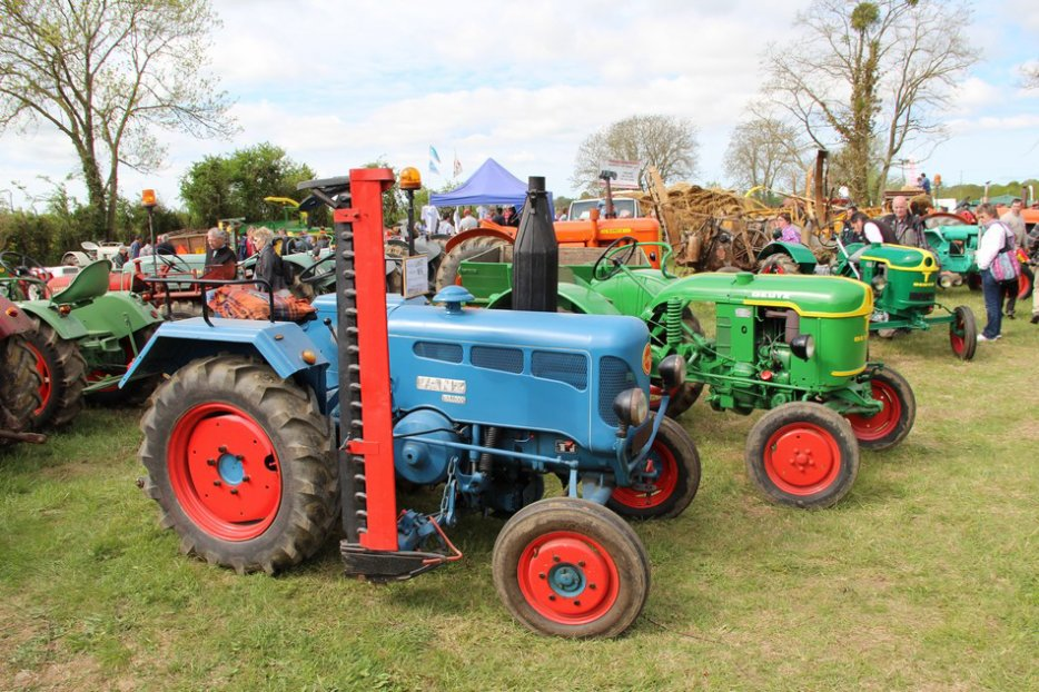 un 411 parmi les tracteurs agricoles à PEZET LE ROBERT (72) 3160370940_2_10_aoTe7i0N