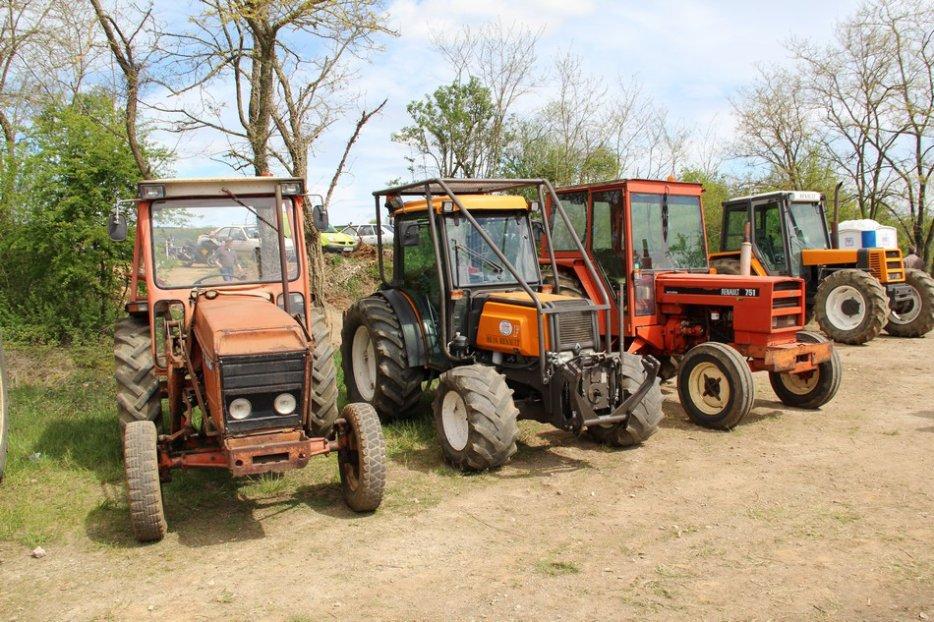 un 411 parmi les tracteurs agricoles à PEZET LE ROBERT (72) 3160370940_2_4_D9KwbnOt