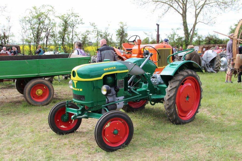 un 411 parmi les tracteurs agricoles à PEZET LE ROBERT (72) 3160370940_2_6_n5SlaV2L